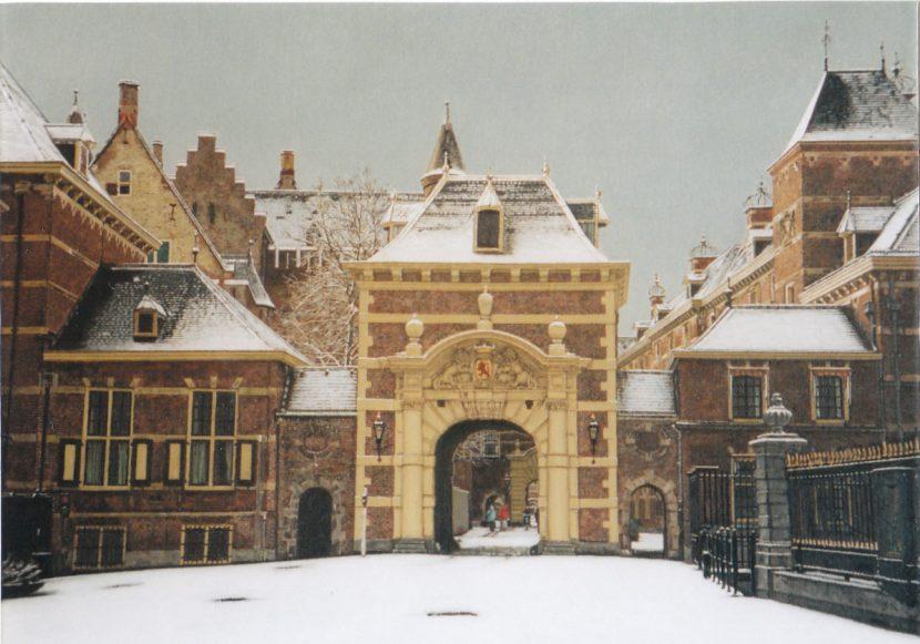 61. Binnenhof in de sneeuw