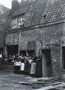Afbeelding 4. Wonen in de Jordaan, foto van de Gezondheidsraad, 1913.